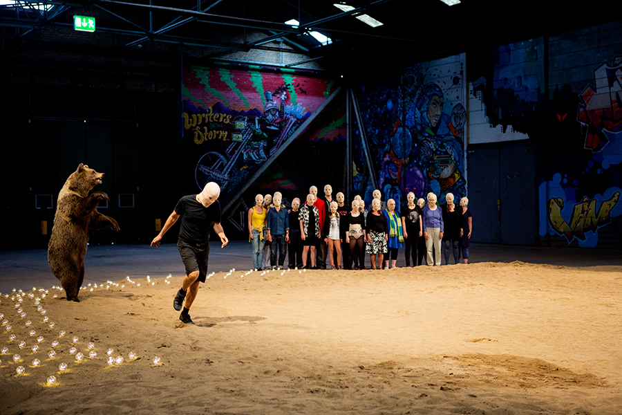 Sommarscen Malmö. Enskifteshagen, Ystadsgatan 53H, Island in the Sun med Lilith Performance studio.  Foto: Sanna Dolck Beställare: Marie Norrthon